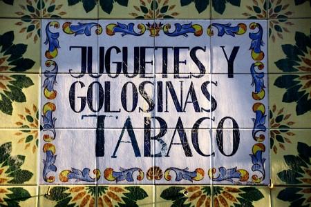 Cartel de azulejos en la calle. Valencia (marzo 2009).