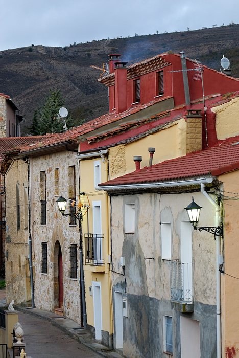 Vista de la calle de Peralejos de las Truchas (noviembre 2009)