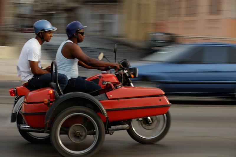 Sidecar en el malecón. La Habana, abril 2010