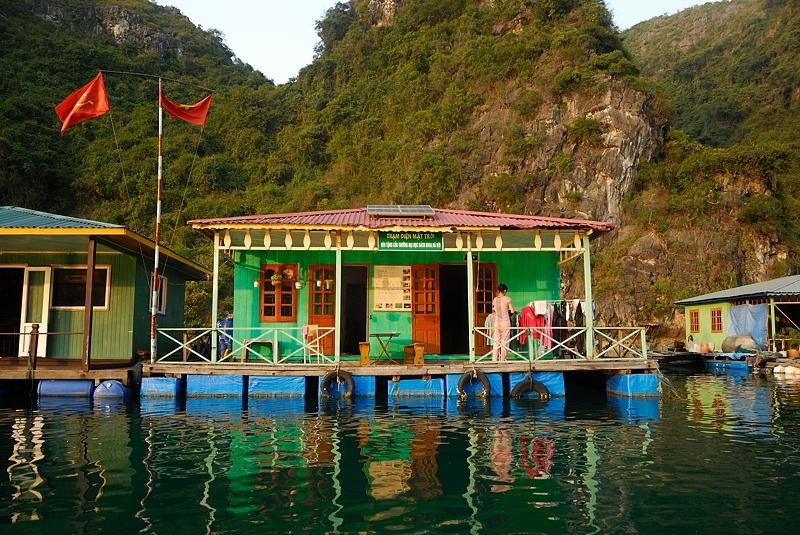 Poblado pescador flotante Ha Long, abril 2011