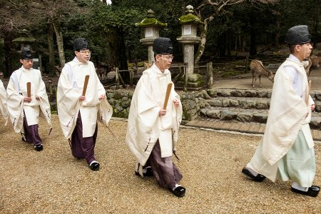 Nara, monjes sintoistas, abril 2017