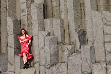 Turista salvaje en entorno natural, Islandia agosto 2018