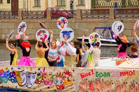 Diversión en el canal, San Petersburgo, julio 2019