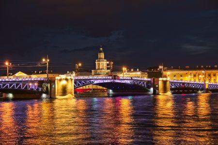 Puente del Palacio, rio Neva, julio 2019