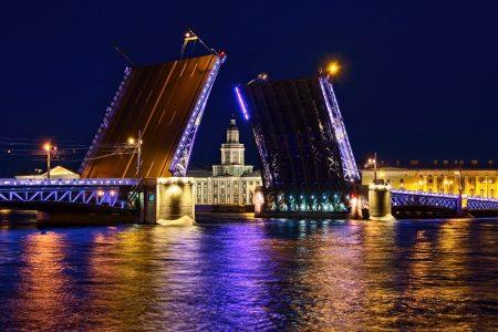 Puente del palacio, San Petersburgo, julio 2019