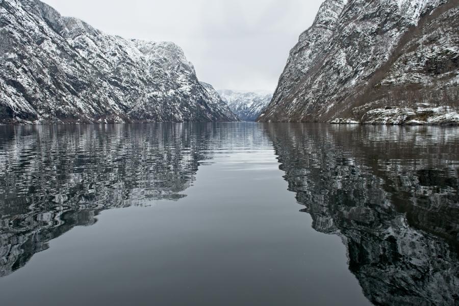Reflejos, Fiordo de Nærøy, marzo 2020