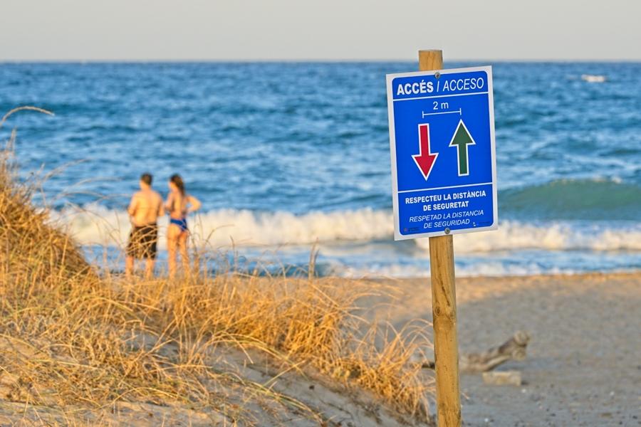 Distancia en la playa, agosto 2020
